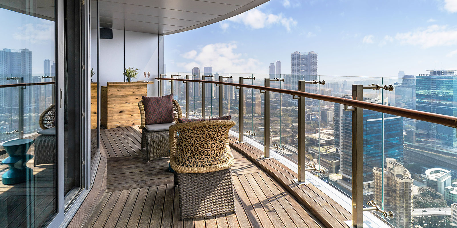 Expansive viewing decks for you to take in the breathtaking views of the city's skyline.