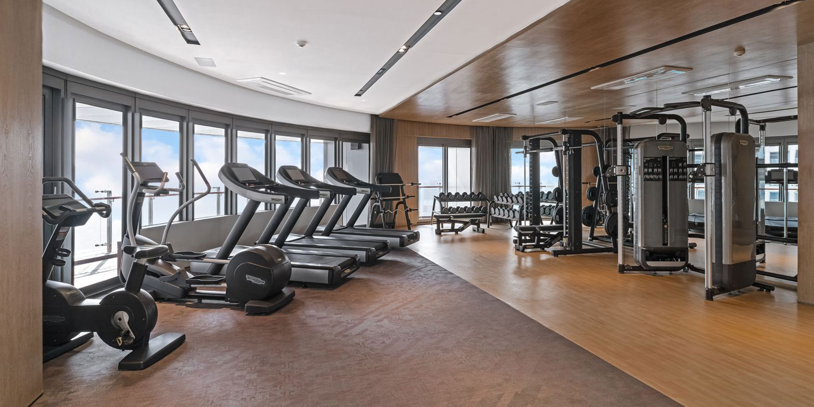 Spacious fitness suite packed with state-of-the-art equipment designed to ensure maximum efficiency and the best results with your workout.