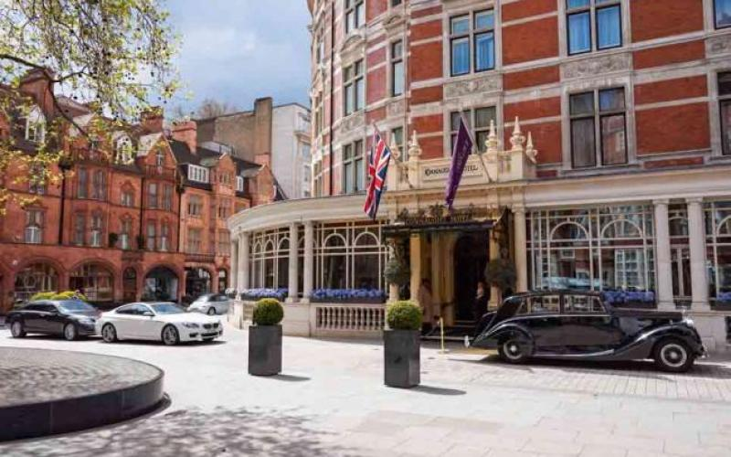 The wide streets of Mayfair are lined with Michelin-starred restaurants, luxury boutiques and prestigious hotels. Browse the world-renowned auction houses of Sotheby's and Christie's, and enjoy afternoon tea at The Connaught or Claridge's, just around the corner from No.1 Grosvenor Square.